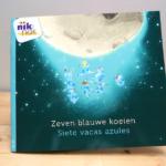 Zeven blauwe koeien - tweetalig kinderboek met Spaans