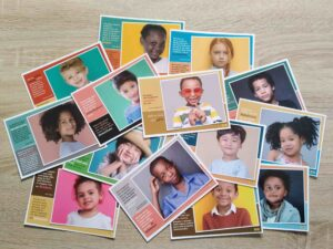 set 14 postkaarten tweetalig kinderen