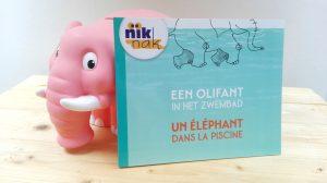 Een olifant in het zwembad tweetalig kinderboek